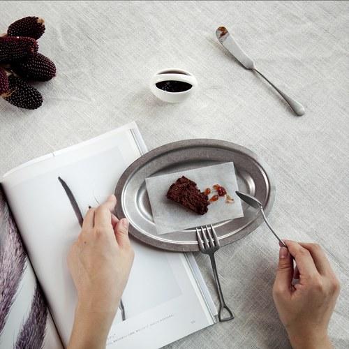 日本Aoyoshi 不銹鋼橢圓形餐盤 (銀、長19.6公分)