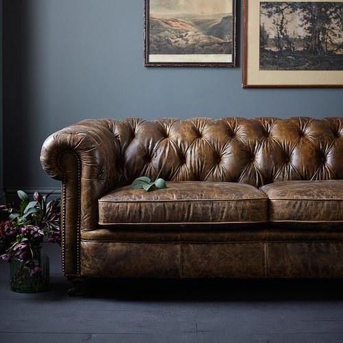 英國Alexander&James 切斯特菲爾德式皮革三人沙發 (棕)