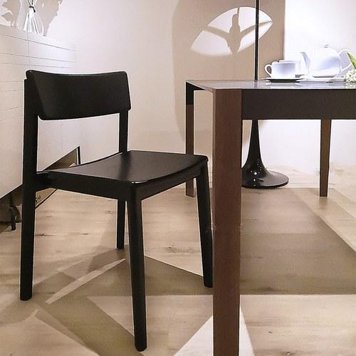 丹麥Sketch Poise典藏實木可堆疊單椅(墨黑)