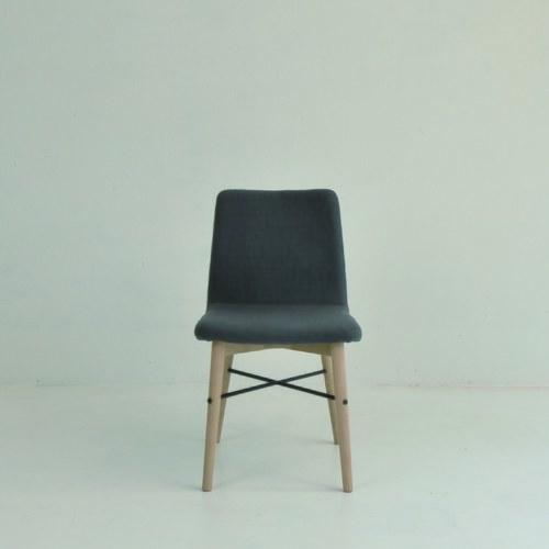 丹麥Sketch 金屬支架簡約單椅 (鐵灰)