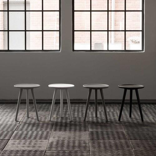 波蘭Sits 三腳支撐橡木茶几 (灰黑、直徑40公分)