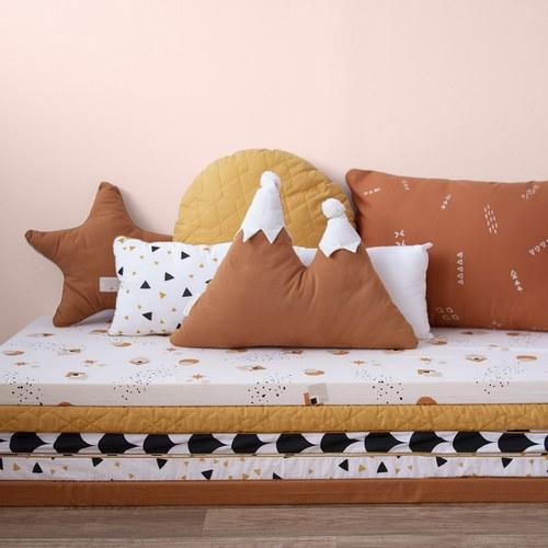 西班牙Nobodinoz有機棉下雪了喔!橘色小山靠枕