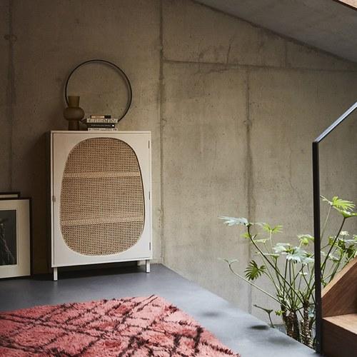 荷蘭HkLiving 藤編鵝卵石圓弧型木質高櫃(白)