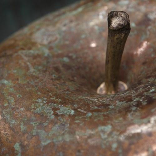 德國BULL&STEIN 青銅系列蘋果雕塑 (直徑40公分)