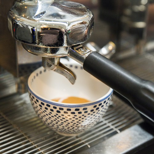 荷蘭FloraCastle 藍色手繪方塊圖紋咖啡杯 (310毫升)