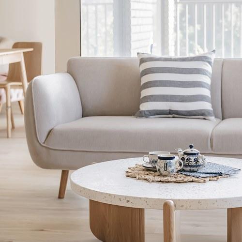 丹麥Sketch 柔軟線條布面2.5人沙發 (米灰)