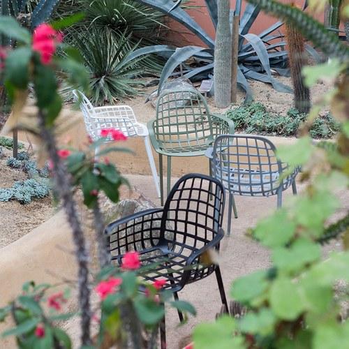 荷蘭Zuiver 艾伯特戶外花園簡約弧形扶手單椅(淺灰)