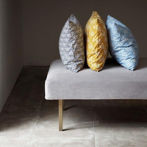 丹麥tineKhome 春漾白花圖紋長形靠枕 (芥黃、長60公分)