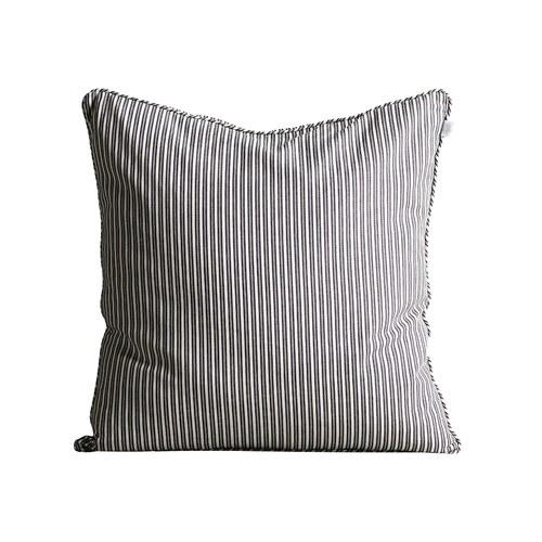 丹麥tineKhome 風格線條方形靠枕 (黑白、長60公分)