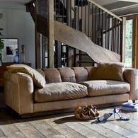 英國 Alexander&James 小說家的詩意日常皮革三人沙發 含抱枕 (駝色)