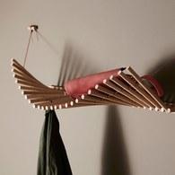 丹麥WOUD INPUT 手風琴波浪弧線壁掛置物架(橡木)