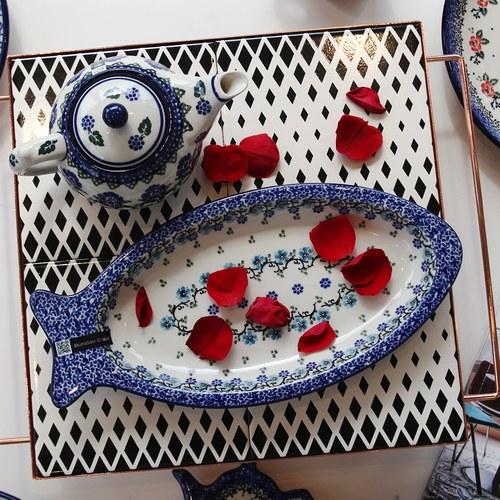 荷蘭BunzlauCastle 皇家藍花圈圖紋魚型陶盤 (長30公分)