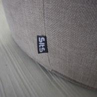 波蘭Sits 圓形布面沙發椅凳 (棕)